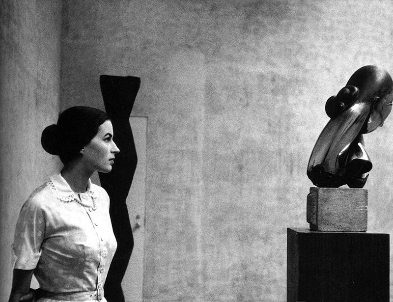 Eve-Arnold-Silvana-Mangano-at-the-Museum-of-Modern-Art-1956