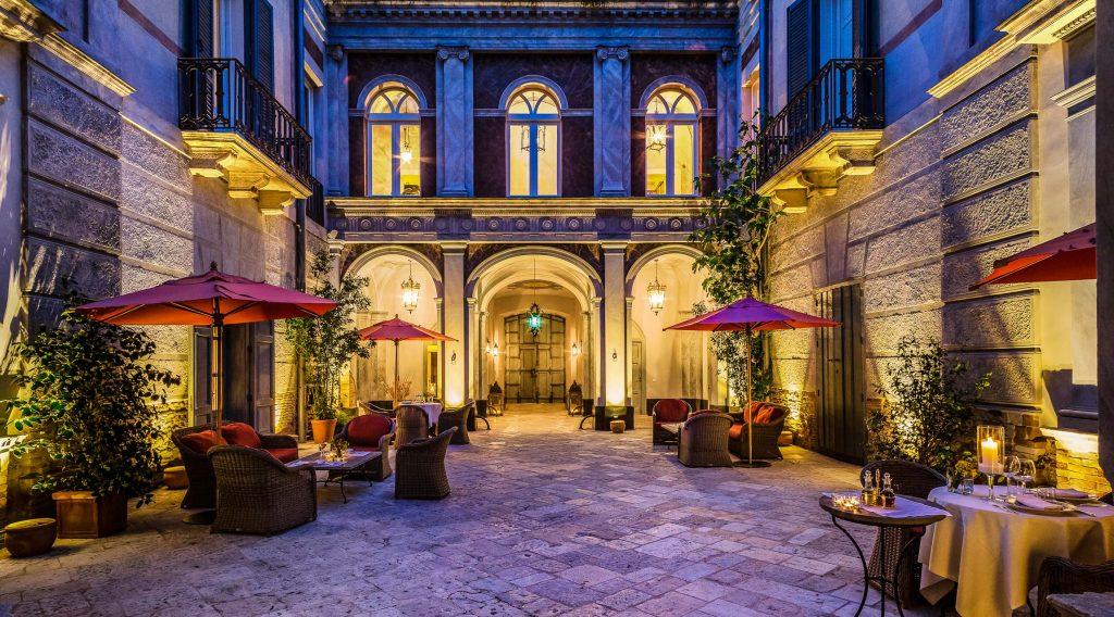 Palazzo Margherita Bernalda Courtyard
